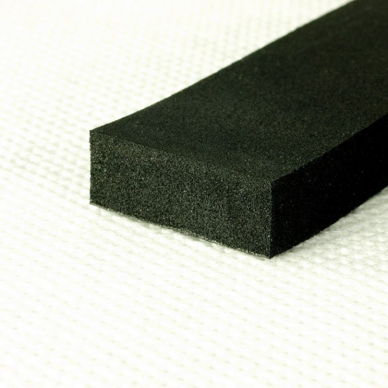 Uszczelka olejoodporna samoprzylepna 10x5mm czarna (150m) dla przemysłu